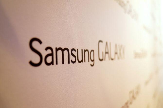 No sólo Sharp tendrá una pantalla 4K en el teléfono móvil, Samsung está, de hecho, listo. Medios de comunicación extranjeros dieron hoy la noticia de que Samsung está preparando una pantalla AMOLED de 5,9 pulgadas superior, con una resolución de hasta 4K (3840 × 2160).