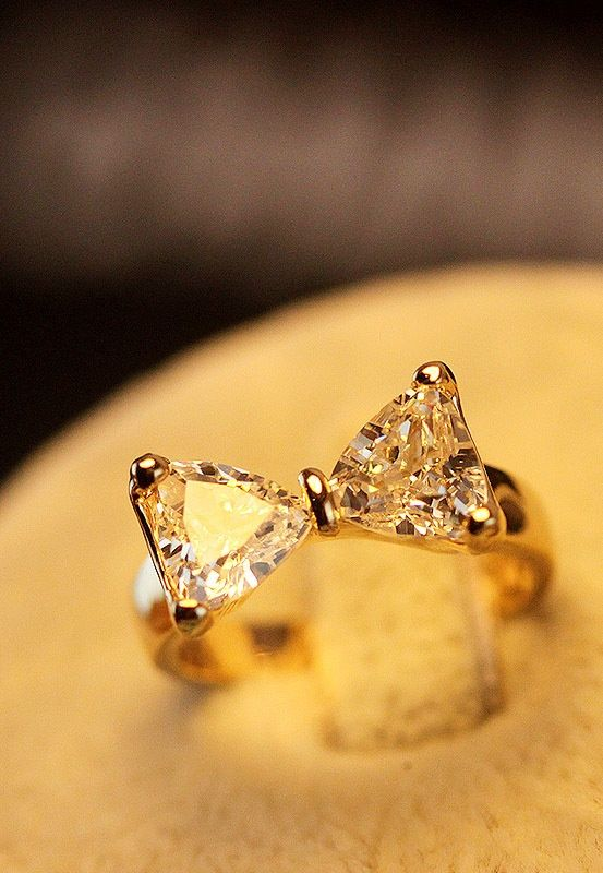 A bow diamond ring, I love this!