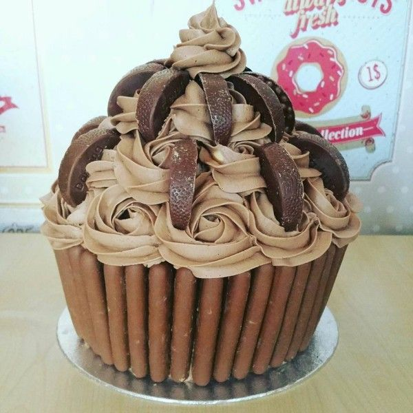 Giant Cupcake Cake Chocolate