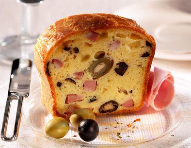 Un apéro dinatoire à préparer ce soir ? Essayez notre recette de cake olives-jambon, rapide et sans gluten !