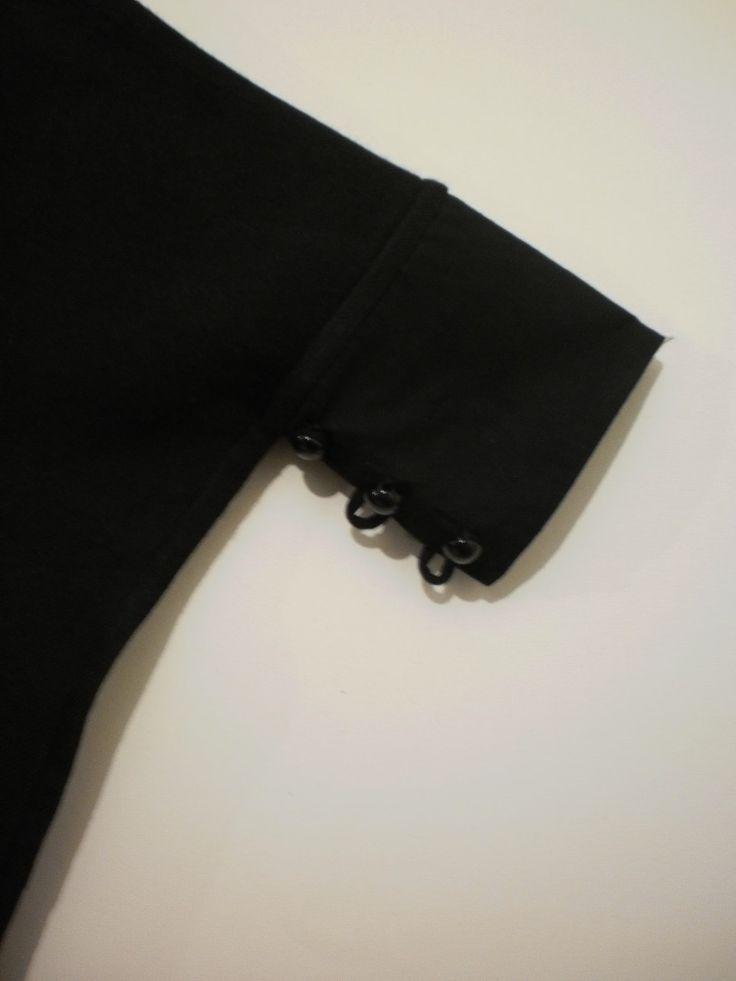 [mono sleeve poncho; detail]