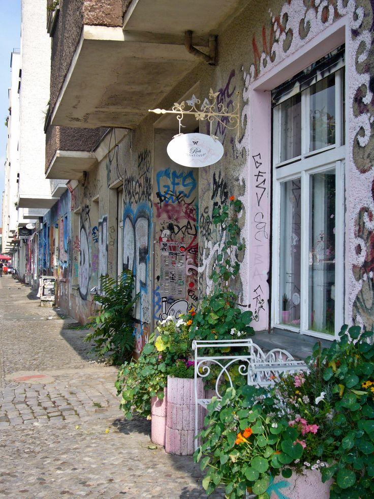 26 best images about friedrichshain berlin on pinterest a symbol portrait and art work. Black Bedroom Furniture Sets. Home Design Ideas