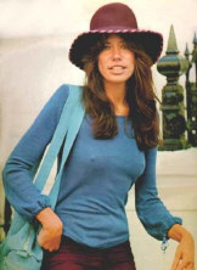 My mumma loves Carly Simon and I still say she looks and dances just like her.....