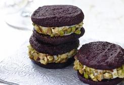 Chocolate Cannoli Sandwich Cookies | desserts | Pinterest