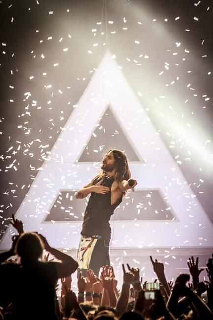 thirty seconds to mars meet up in the air