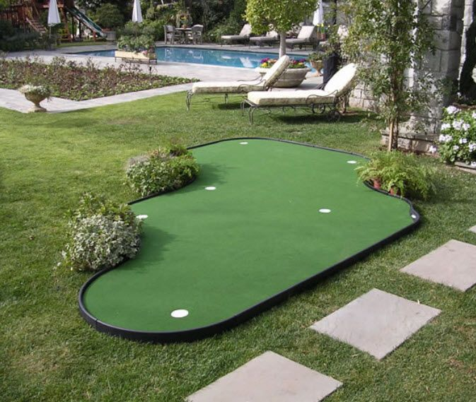 28 Outdoor & Indoor Putting Greens & Mats (Designs & Ideas ... on Putting Green Ideas For Backyard id=59256