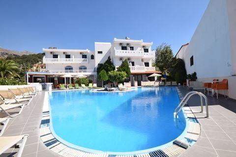 Myrtis Hotel  Description: Ligging: Myrtis Hotel is gelegen is gelegen in de rustige en prachtige omgeving in Plakias. Het centrum van Rethymno ligt op ca. 35 km afstand. Het strand ligt op ongeveer 100 meter van het complex. Faciliteiten: Myrtis Hotel is een kleinschalig 3-sterren hotel en beschikt over slechts 24 kamers. In het hotel is een 24-uurs receptie aanwezig met lobby en een lounge met televisiehoek. In de tuin ligt een fijn zwembad en een zonneterras met ligbedden en parasols waar…