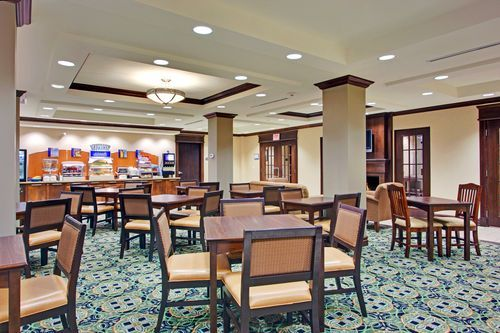 Holiday Inn Express & Suites Huntsville - Start your day with a FREE delicious breakfast