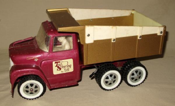 IH Ertl Loadstar Purple & bronze Dump Truck w/ Touch Steering & Driver