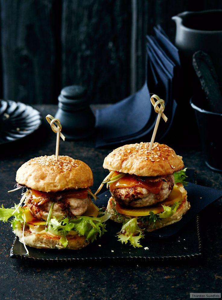 Sie haben was Japanisches: Sojasauce und Reisessig würzen gehacktes Hähnchenfleisch. Drunter kommt Japan-Rettich - und obendrauf, man staunt: Cheddar.