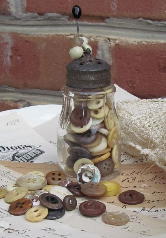 buttons in bottlesButtons Glasses Bottle, Decor Ideas, Vintage Buttons Glasses, Buttons Buttons, Vintage Bottle, Diy Gift, Decorating Ideas, Greeting Card, 100 Vintage
