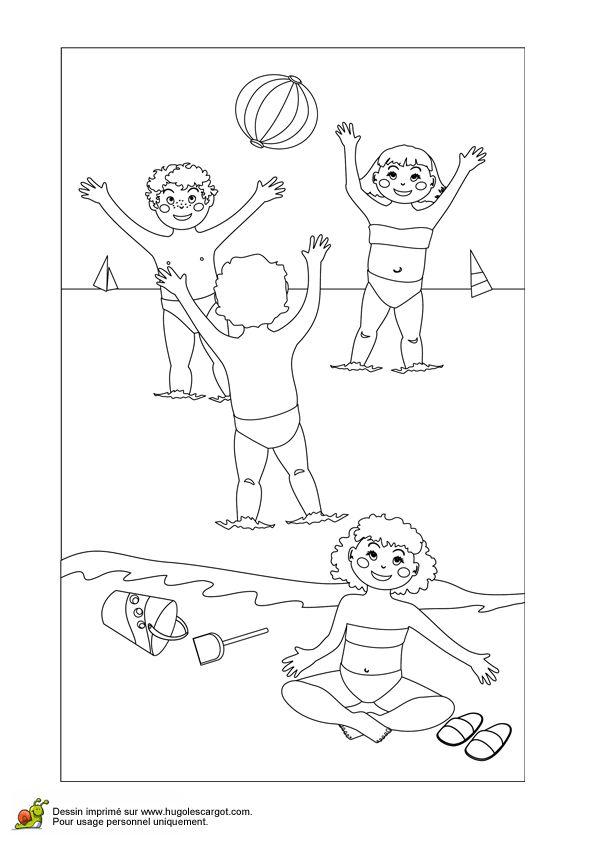 De belles couleurs rehausseront la beauté de ce dessin d'enfants qui jouent au ballon sur la plage.