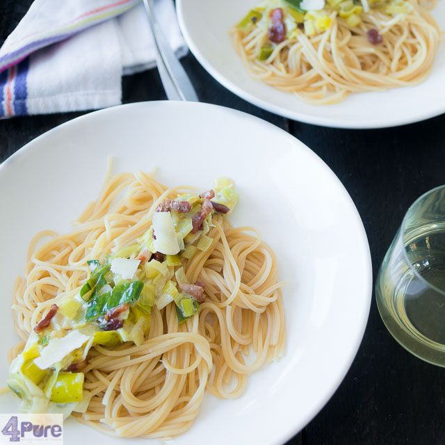 Spaghetti with leeks and mascarpone - English recipe - fast and simple, this Italian dish full of flavor can be prepared in only 20 minutes.
