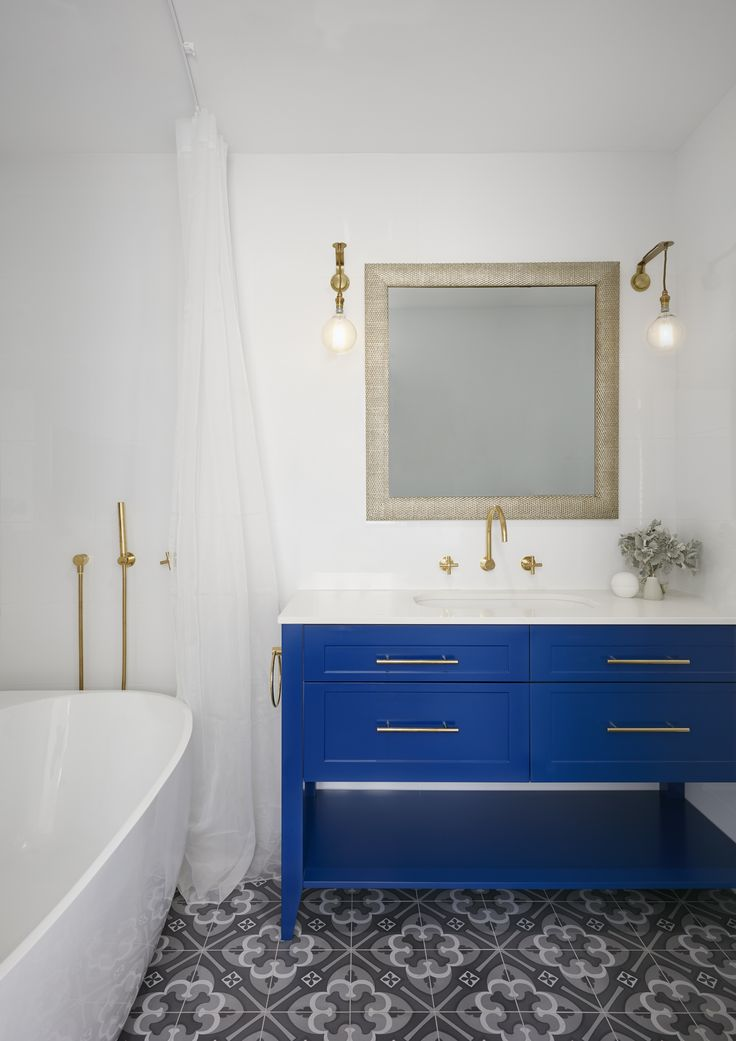 Royal blue bespoke joinery in our Port Melbourne Home 3