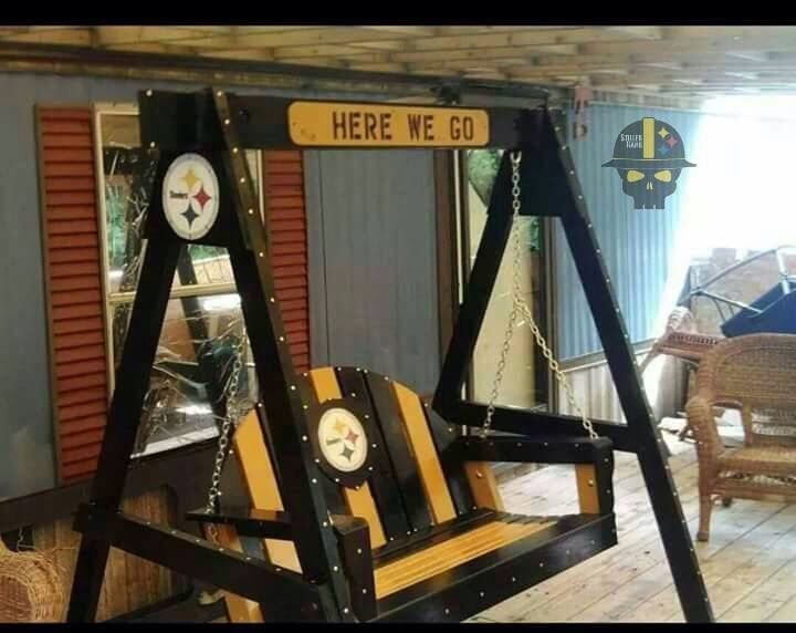 awww yes i so want this swingdwa this is a festive porch swing steelers team