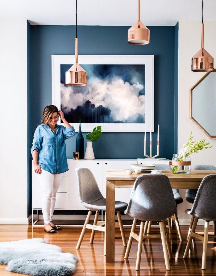 Coin De Mur Peint En Bleu Marine Couleur Qui Structure Lu0027espace Du Salon  Scandinave