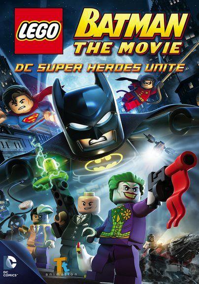 La fiesta de Bruce Wayne para celebrar que es el Hombre del Año en Gotham City pronto se convierte en un caos cuando El Joker aparece en escena con una gran cantidad de secuaces a su lado, incluyen…