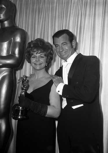 "1968 Oscars: Estelle Parsons, Best Supporting Actress 1967 for ""Bonnie & Clyde"" with Walter Matthau"