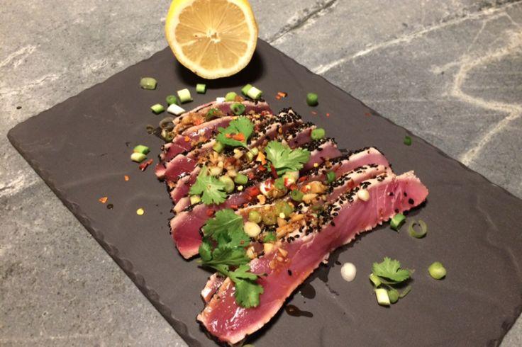 Kort aangebraden tonijn sashimi met gember, knoflook en sojasaus