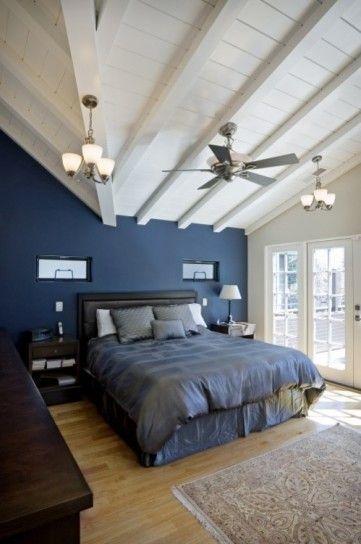 Camera da letto azzurra e bianca