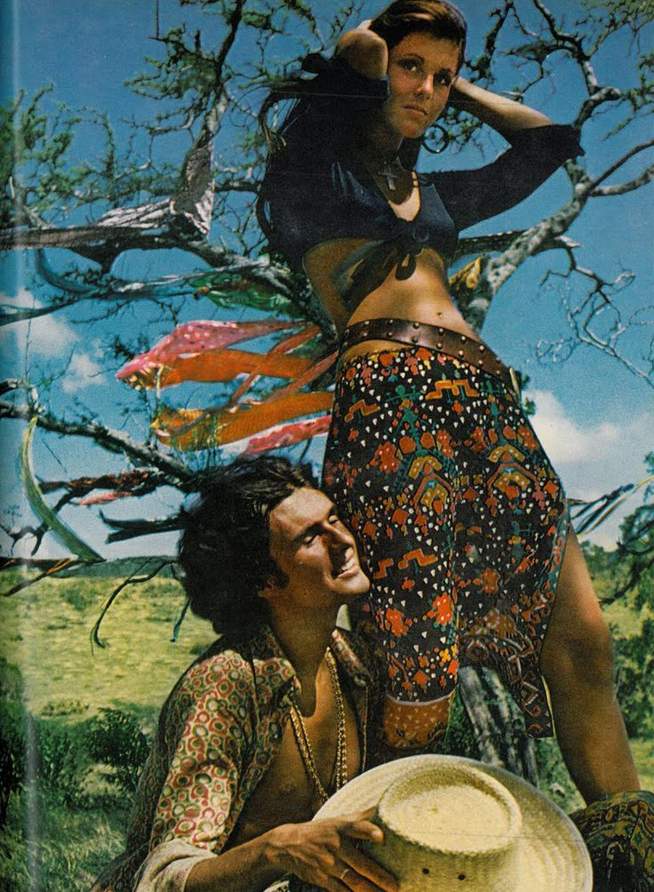 Bohemian Vogue In 1970 Puerto Rico Mid Sleeve Crop Top And