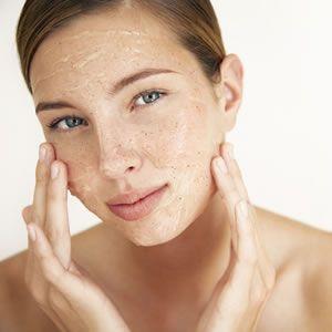 Aşırı kuru veya aşırı yağlı, solgun bir cildiniz varsa ve sık sık sivilcelerle, siyah noktalarla uğraşmak zorunda kalıyorsanız yapımı ve uygulaması son derece kolay olan maya maskesi size aradığınız çözümü sunabilir. B kompleks vitaminleri bakımından zengin olan maya maskesi özellikle kuru cildin nemlenmesi, sivilcelerden korunma ve kırışıklıklara karşı önerilen doğal maskeler arasındadır. Bu kategorideki diğer…