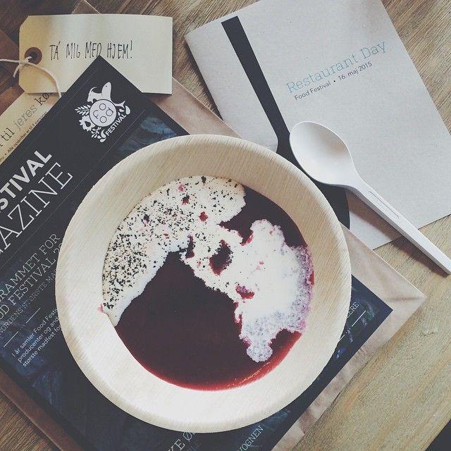 Rød grød med fløde. En klassisk dansk dessert, som vi serverede til Restaurant-day 2015. Regram fra @stonemuse #foodfestival15 #restaurantday #popuprestaurant #madhyldest #aarhus @foodfestivalofficial #grødtema