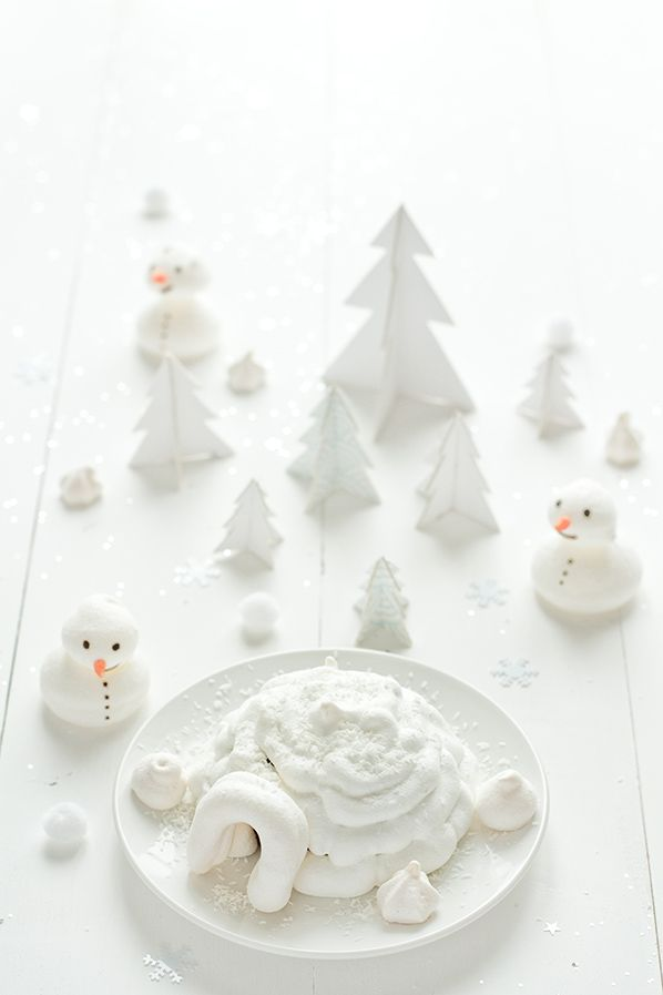 Meringue igloo and chocolate mousse for Christmas