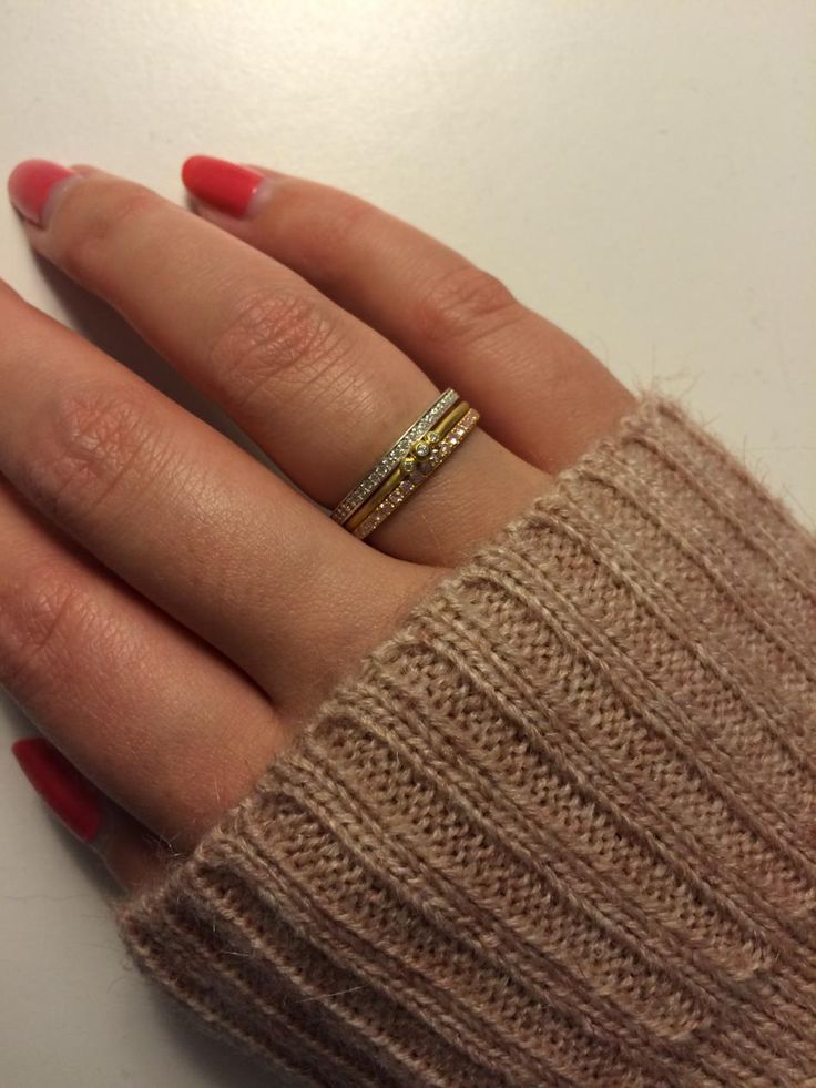 Et miks af lyserød, guld og sølv <3 Jeg er helt vild med kombinationen. Ringene passer samtidig til alt tøj, når de er mikset sådan her.