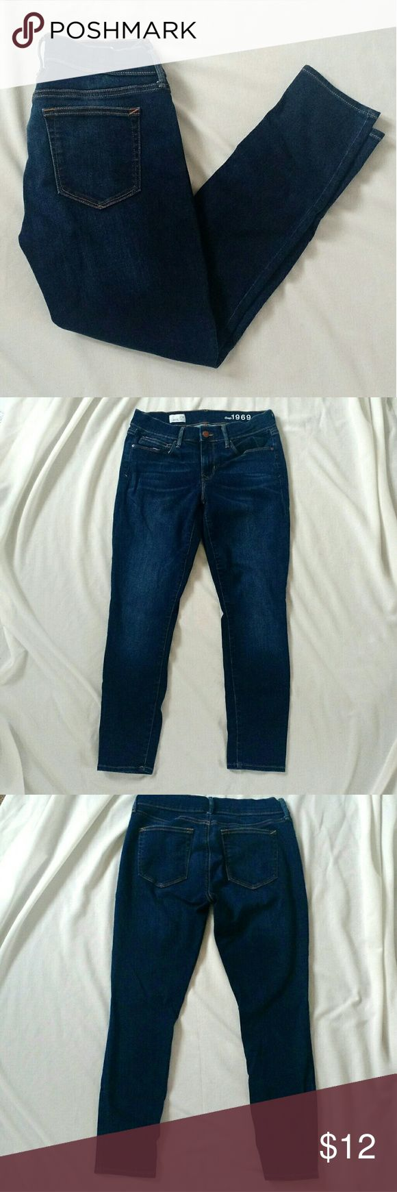 """GAP Sz 29 P Legging Jean ~ Jeggings Skinny Jeans GAP 1969 Legging Jeans/ Jeggings/ Skinny Jeans Size 29P (Petite) RN 54023 Stretch ~ 98% Cotton & 2% Spandex Santa Cruz Blue Measurements- Rise: 8"""" Inseam: 27"""" Waist laid flat: 14.5"""" Adorable rolled up as capris! From a smoke-free and pet-free home. GAP Jeans Skinny"""