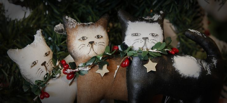 Trio of mischevious Christmas cats by TheChristmasDen on Etsy