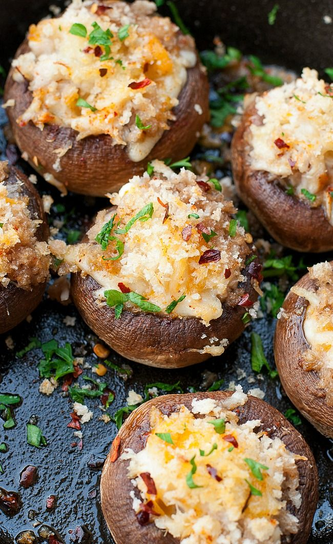 These easy peasy crab stuffed mushrooms make an awesome holiday appetizer, perfect for your next party! @peasandcrayons