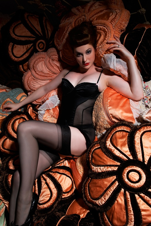 Burlesque Sensation Esme Biancos Salon Photo By David