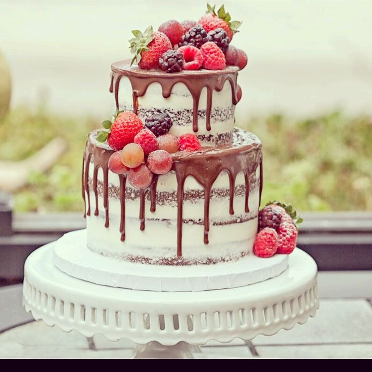 Naked Cake with Chocolate Drip