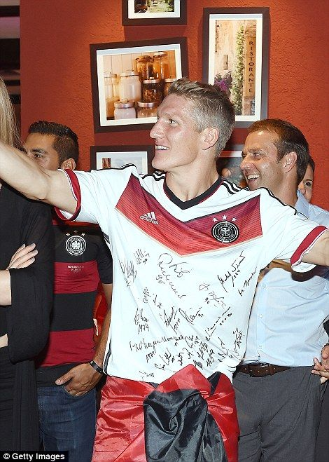 This shirt and its signatures have a special meaning. More on that later ...