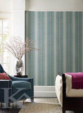 Cu un design geometric reusit, compus din linii diagonale, curbe si paralele, tapetul IMPULSE este captivant la prima vedere. Creeaza cu succes un decor modern, imprimand o nota de dinamism oricarui ambient.Tapet IMPULSE din colectia Modern Luxe. Geometric Wallpaper.