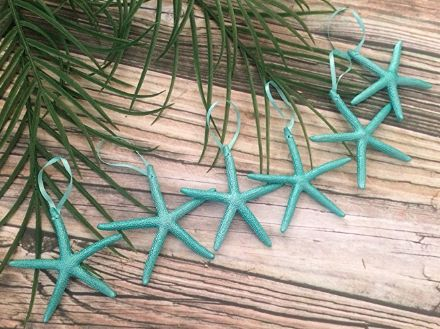 CHRISTMAS BEACH DECORATIONS! Discover the best beach themed Christmas decor so you can have a coastal inspired holiday. We listed our favorite beach Christmas ornaments, cards, wreaths, starfish and seashell garlands, and more.