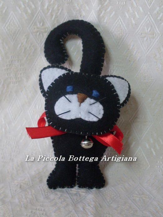 Gatto in pannolenci nero