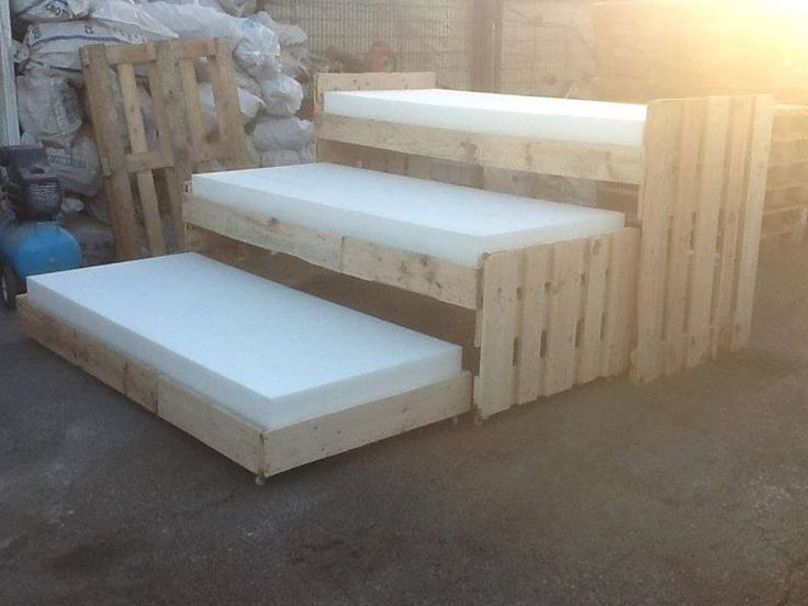 Pallets 3 tier beds great for sleep overs dunway for Cama compacta triple