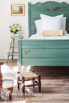 miss mustard seed   cottage bed reveal Miss Mustard Seed reveals another milk paint makeover for the Lucketts Spring Market. See how she uses a custom mix of Miss Mustard Seed's Milk Paint and Tough Coat to create a beautiful, chippy finish on an antique cottage bed!