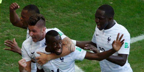 Francia aplastó a Suiza y está a un paso de los octavos. El encuentro terminó 5 a 2 en Salvador de Bahía . De esta manera, el equipo de Deschamps está casi clasificado. http://www.diarioveloz.com/notas/126300-francia-aplasto-suiza-y-se-clasifico-octavos
