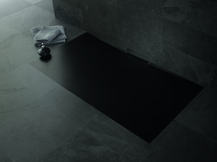 The new enamelled shower surface with its integrated wall outlet blends perfectly with the bathroom floor. There is no waste cover to interupt the homogenous shower surface in KALDEWEI steel enamel. #Kaldewei #Shower #Bathroom #Bath #Badezimmer #Dusche #Duschwanne #Design #Bodengleich #FloorLevel #Xetis