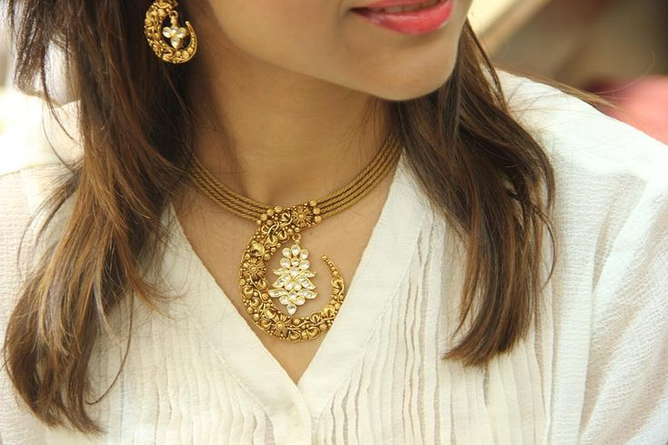 """When modern Indian beauty meets traditional, @ritcha #Gold #Jewellery #Traditional #Manubhai #Mumbai #Borivali"""