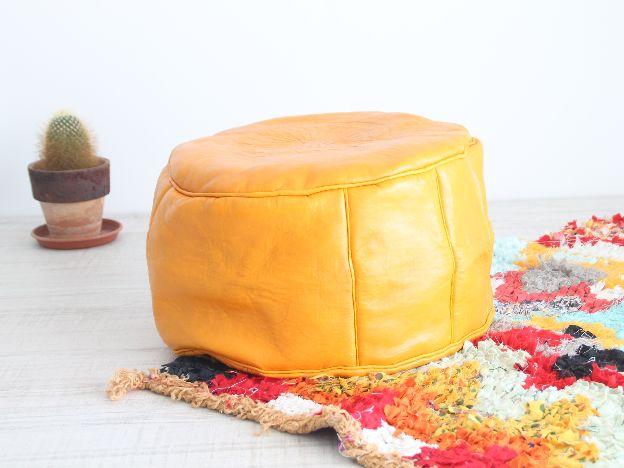 moroccan yellow pouf. puf marroquí amarillo de cuero. dar amïna blog