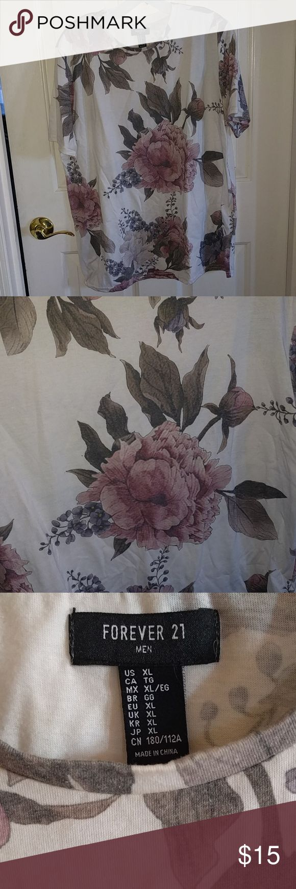 Floral Tee This is a men's forever 21 t shirt, but it is a slim fit, so it fits more like a women's XL or a men's L. The pattern is a gorgeous floral peony. Washed but never worn.   Feel free to make an offer! Forever 21 Shirts Tees - Short Sleeve