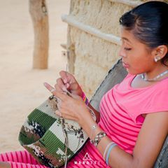 Anímate a conocer el proceso de creación de las mochilas Wayuu con MANAIKI <3 :D  #cultura #raíces #wayuu  #mochila #artesanía #color #handbag  #bolso #étnico #colombia #méxico #españa #manaikiwayuubag #manaiki #mochilaswayuu #indígena #étnico  #handmade #crochet #bohemia #vintage #wayuustyle #wayuutribe #summer