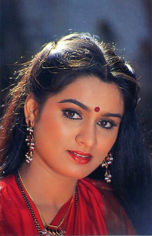 padmini kolhapure in saree - photo #32