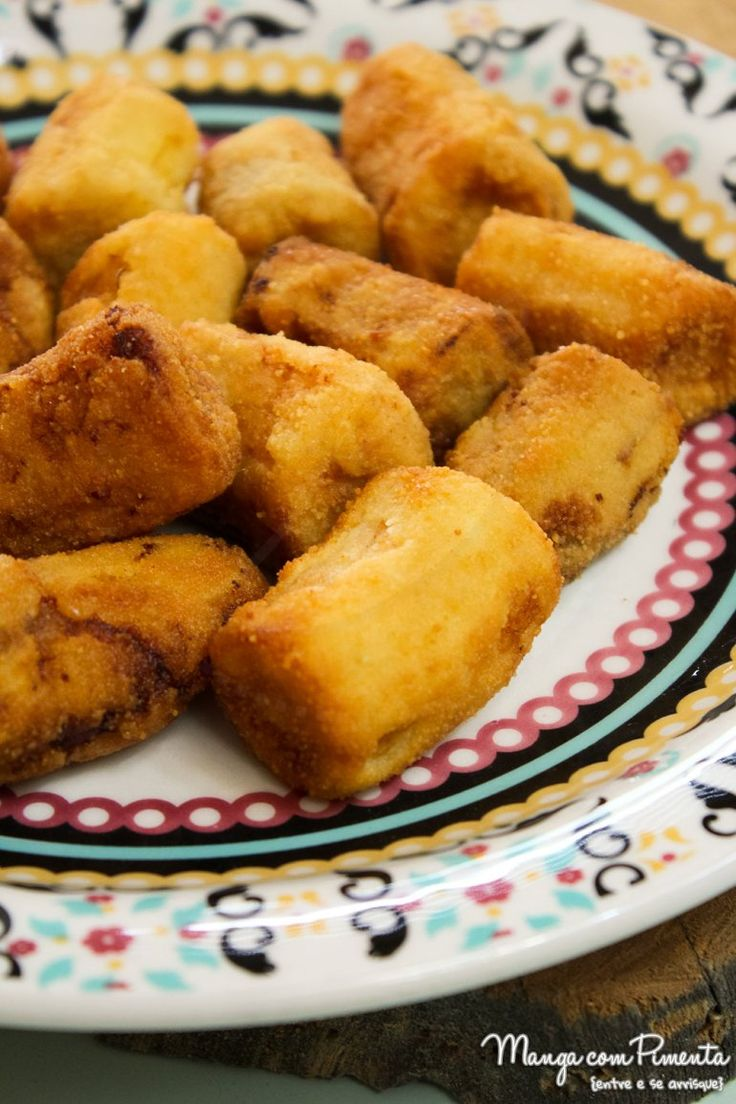 Como fazer Bananas Empanadas, perfeito para o almoço de carnaval. Para ver a receita, clique na imagem para ir ao Manga com Pimenta.
