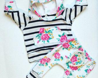 Baby Mädchen / baby Kleidung / Blumen und Streifen von BornApparel