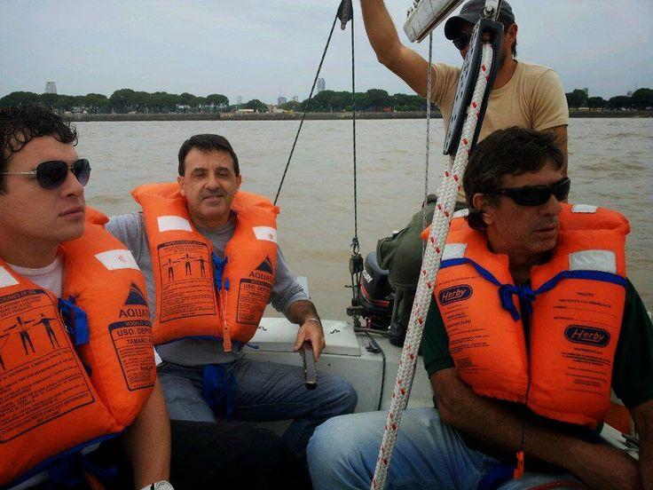 Escuela Náutica DSerra: Navegación al Club Náutico de Quilmes con la Escue...